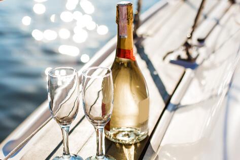 https://basketsconnecticut.com/media/holidays/Passover/IMG_Champagne.jpg