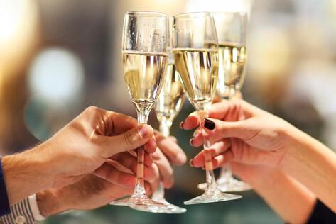 https://basketsconnecticut.com/media/holidays/Shavuot/IMG_Champagne.jpg